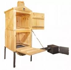 Bytelná dřevěná udírna o celkové výšce 170cm a šíři 50cm